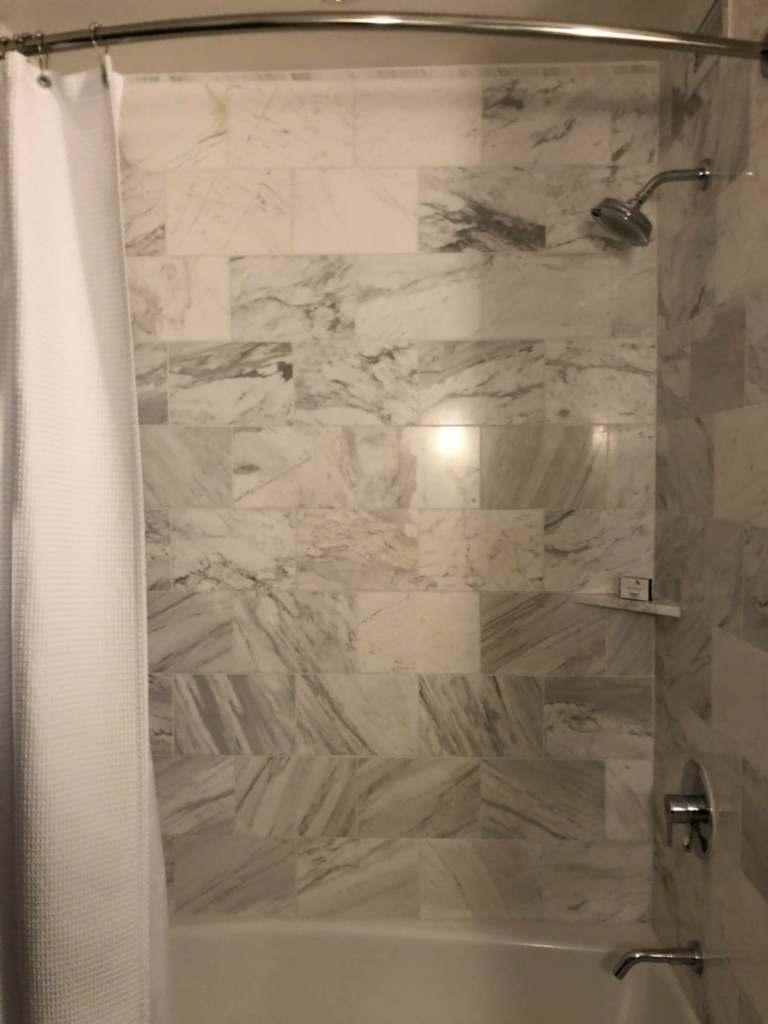 浴缸以及淋浴的地方,感覺起來有一點陽春 圖文來自於:TripPlus