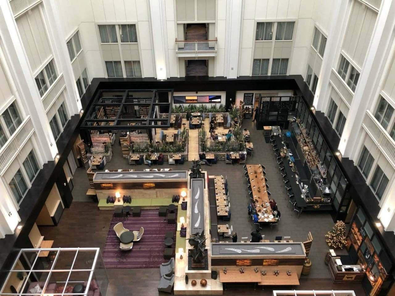 從Lounge看下去的中庭,這個是這間酒店著名的特色之一 圖文來自於:TripP...