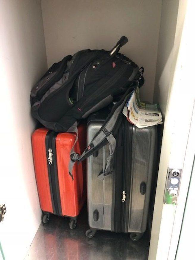 我們這次日本行,把從台灣帶回美國的大件行李留在東京,北陸旅遊期間只帶了兩個比較小...
