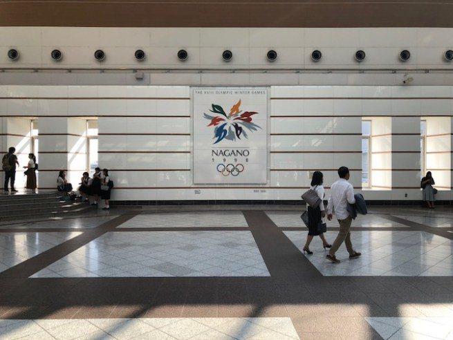 長野站和長野市內,多處可見 1998 冬季奧運紀念標誌 圖文來自於:TripPl...