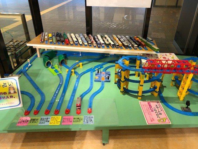 幾年前正好是大系線全線開通50週年,在系魚川車站設置了許多紀念的文物展覽,也有電...