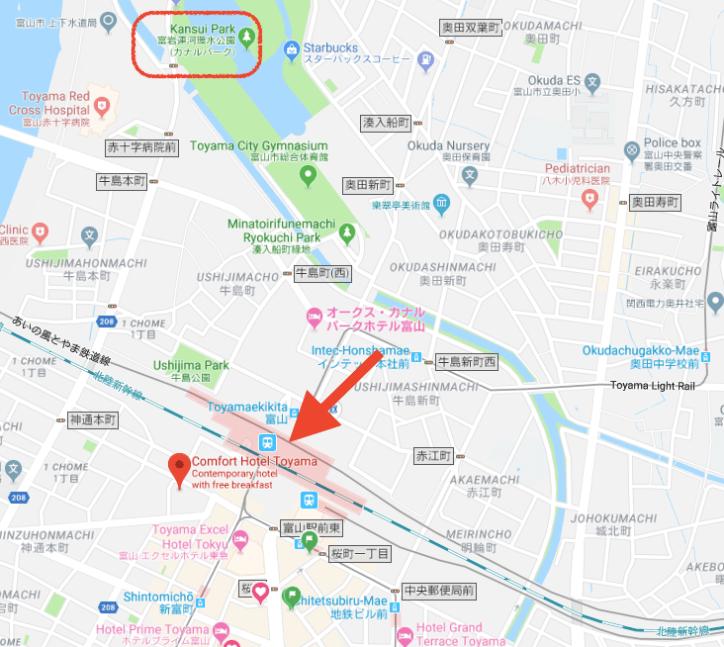 圖中箭頭處是富山站,可以看到酒店就在車站斜對面。左上角公園綠地是富岩運河環水公園...