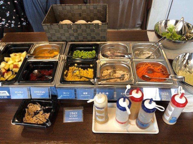 簡單的生菜沙拉、蔬菜水果 圖文來自於:TripPlus