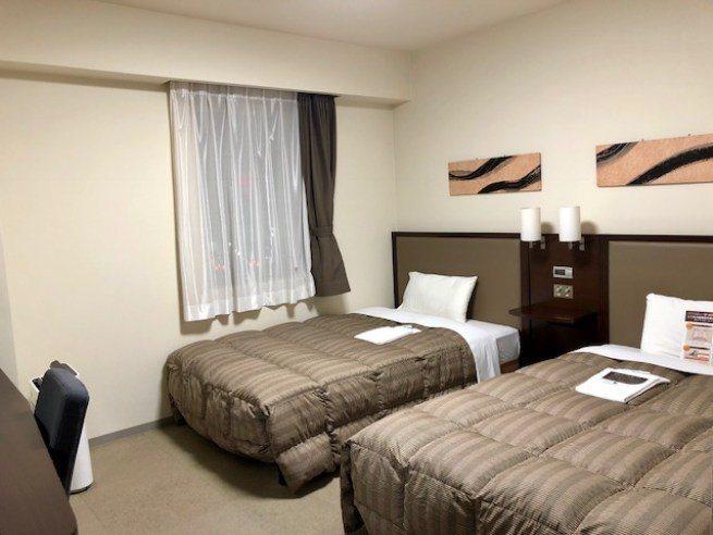 住宿的空間,這兩張單人床其實蠻大,比平常美國家用的單人床 (Twin Bed) ...