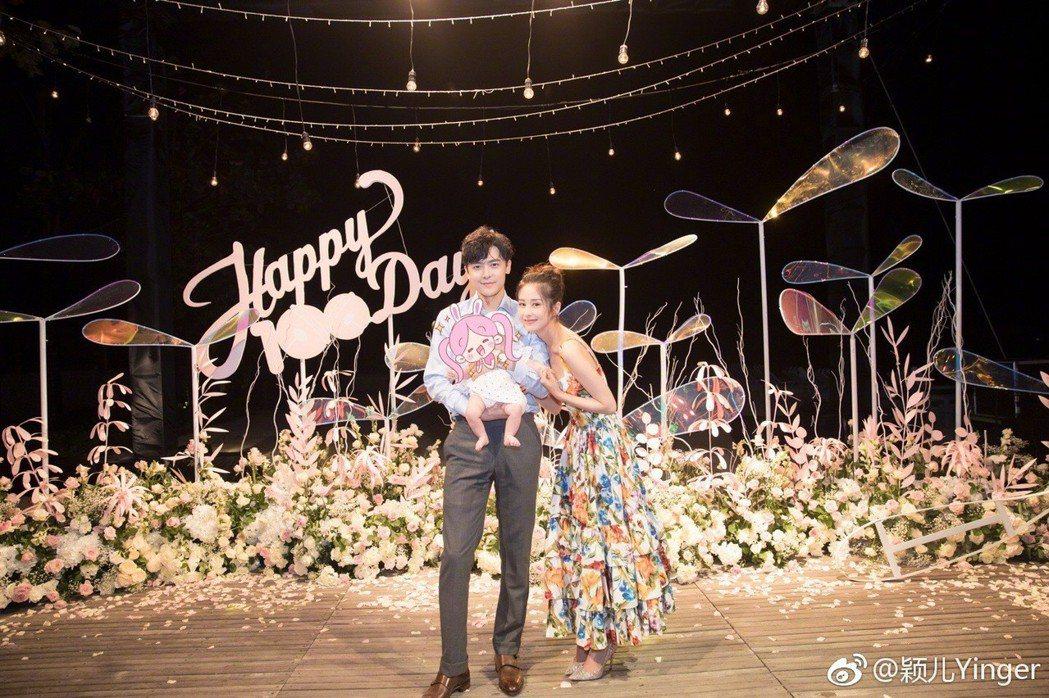 穎兒(右)與付辛博今年生下女兒小月亮。圖/摘自微博