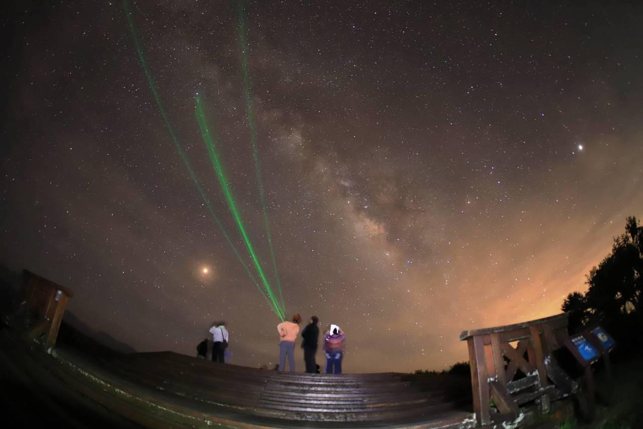 小笠原銀河星空講解。圖/嘉義林區管理處提供