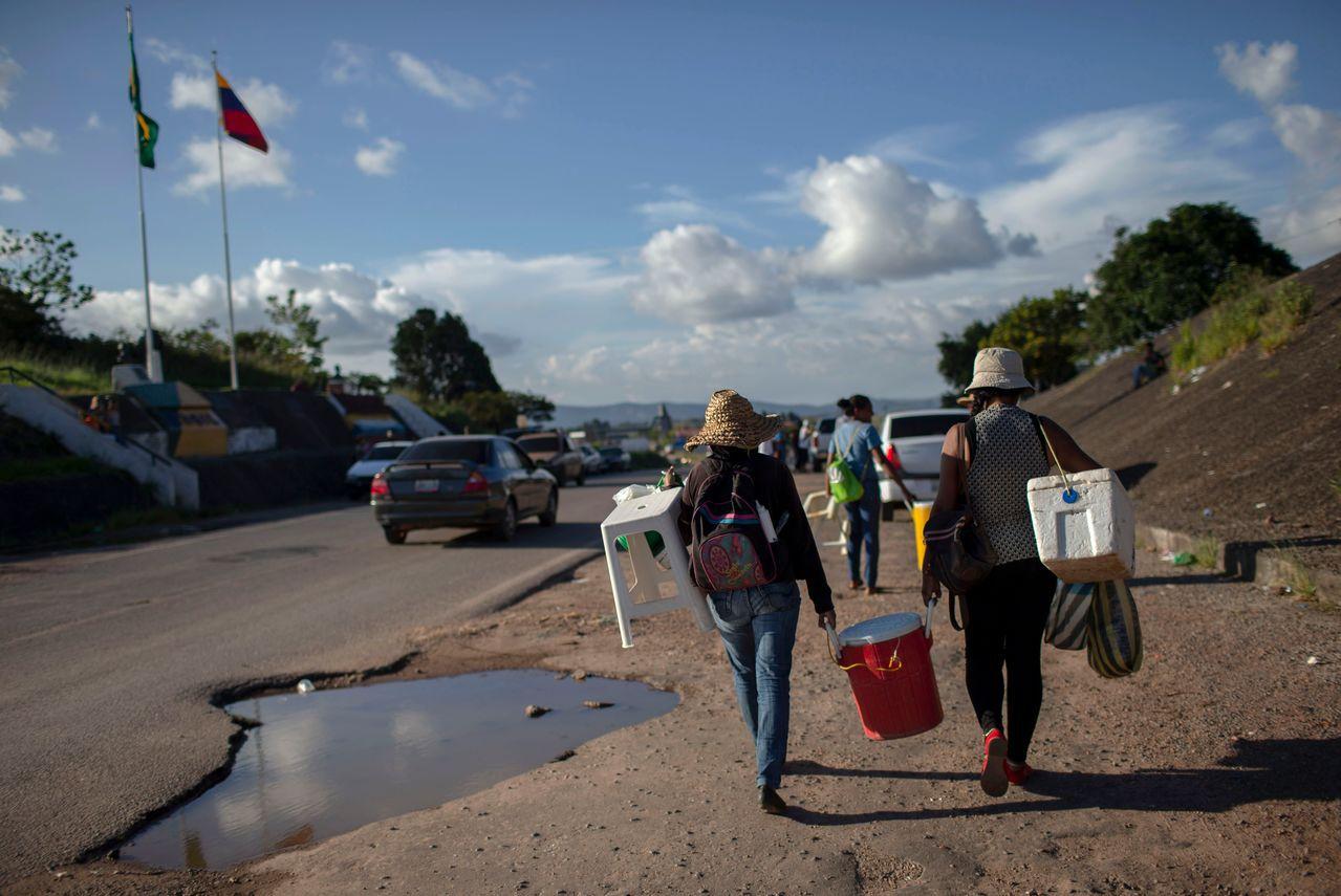 委內瑞拉經濟崩潰後,民眾湧入巴西謀生。法新社