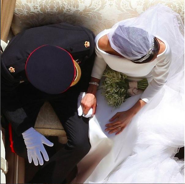 梅根與哈利王子結婚時所穿著的服裝都將於10月底公開展覽。圖/取自IG @roya...