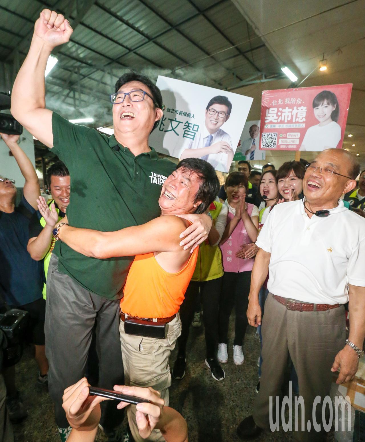 民進黨台北市長參選人姚文智(左一)。圖/本報資料照
