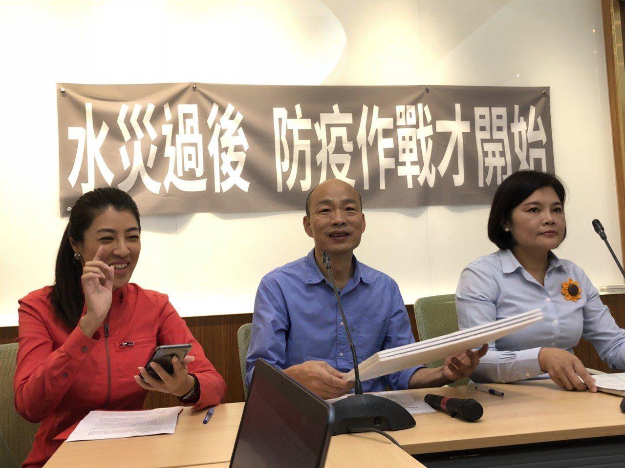民進黨立委邱議瑩日前在臉書貼出國民黨高雄市長參選人韓國瑜熱舞的影片,批評高雄人不...