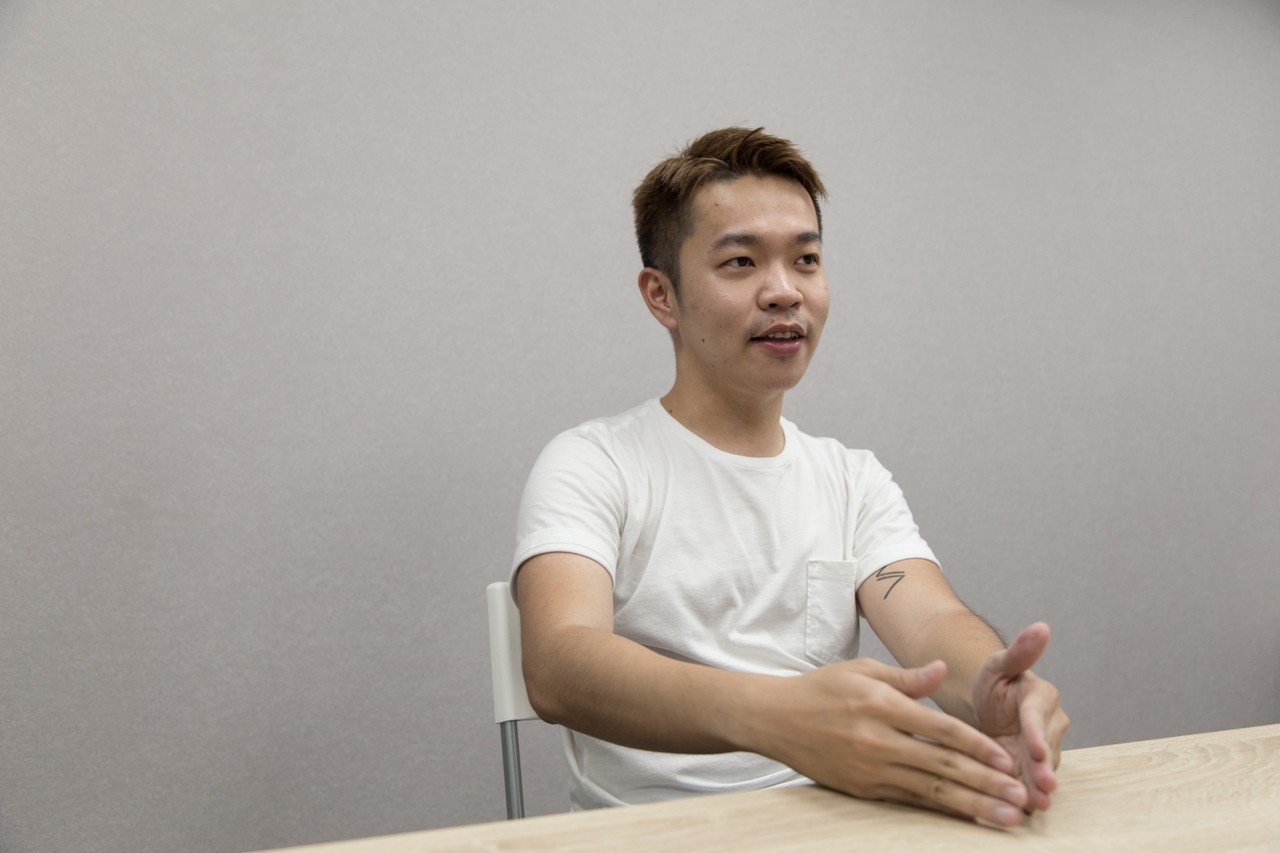 世新大學校友黃一峰26歲時辭掉廣告代理商的工作,轉成立的電商平台「ONE Sho...