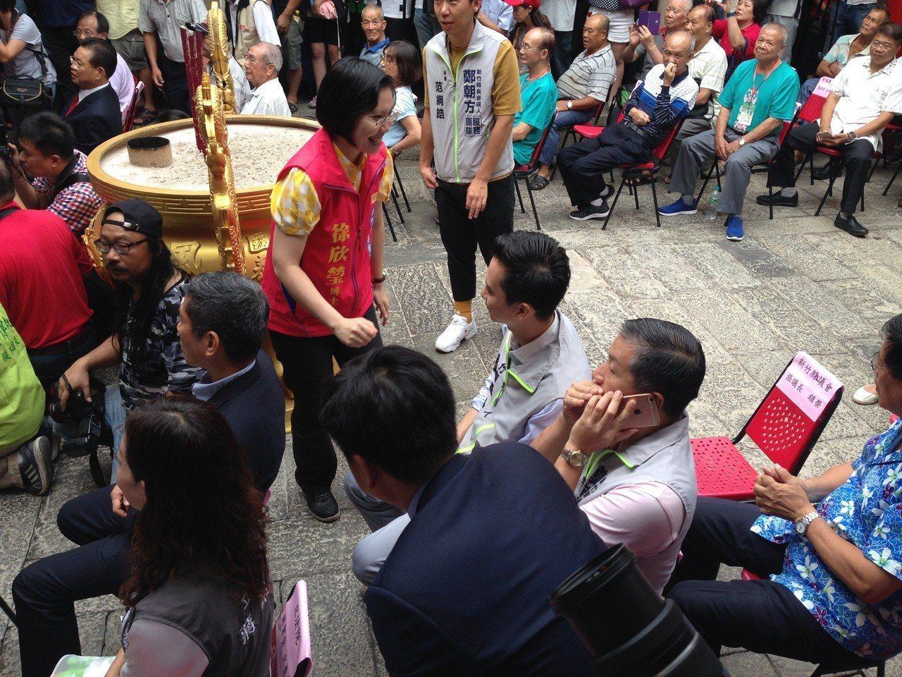 徐欣瑩、鄭朝方都在場,也彼此打聲招呼、握手。記者郭宣彣/攝影