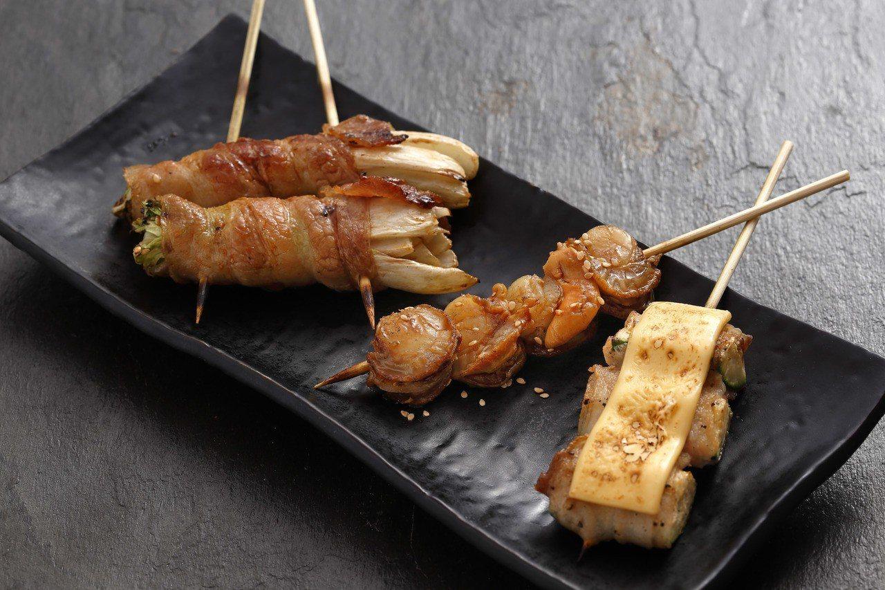 新推出的醬燒娃娃菜豬肉捲、櫛瓜起司豬肉捲等特色串燒。圖/鳥丈提供