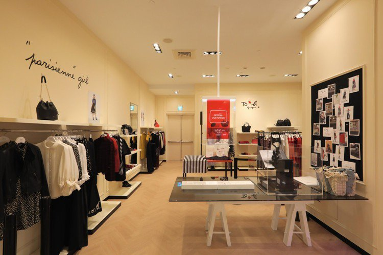 首度來台開展獨立專賣店的To b. by agnès b. 坐落於板橋大遠百2樓...