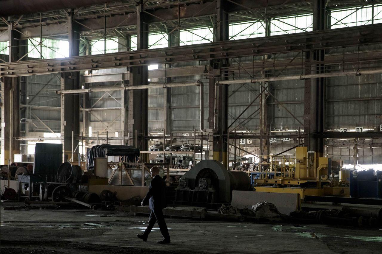 美國商務部一共收到3萬件提出鋼鐵豁免的請求,其中核准了大約2,100件,否決約1...