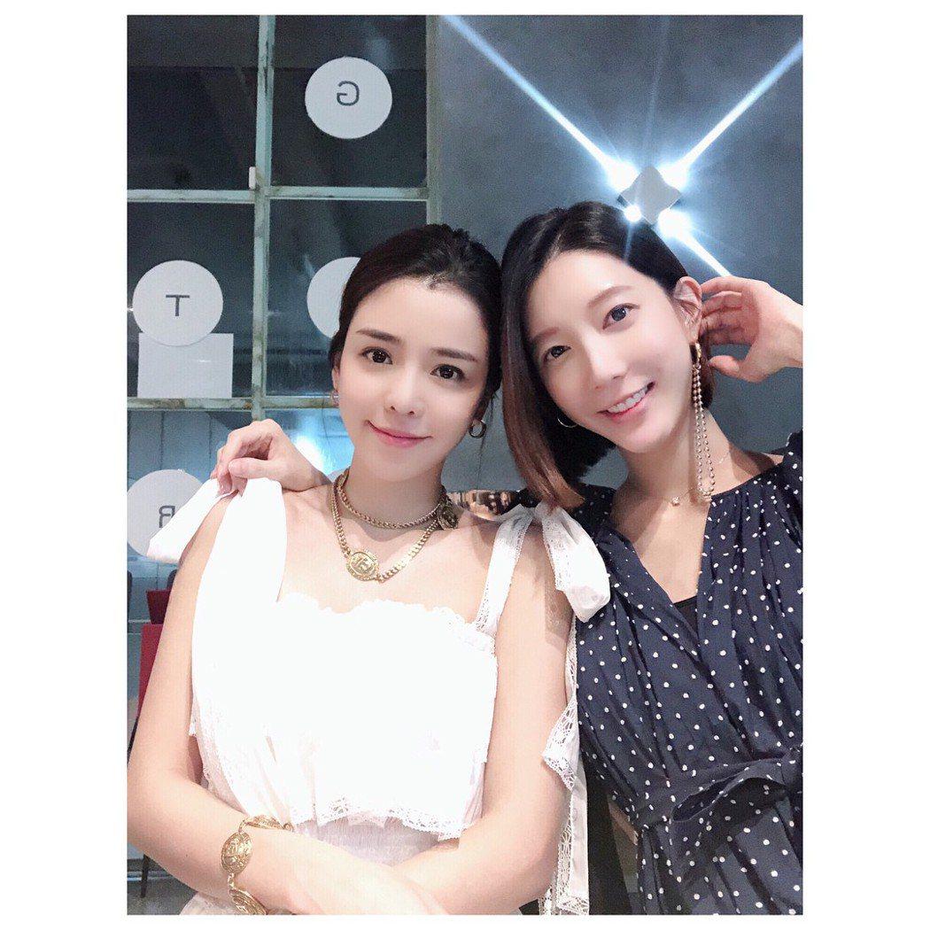 李毓芬(左)和宋米秦情同姊妹。圖/摘自IG