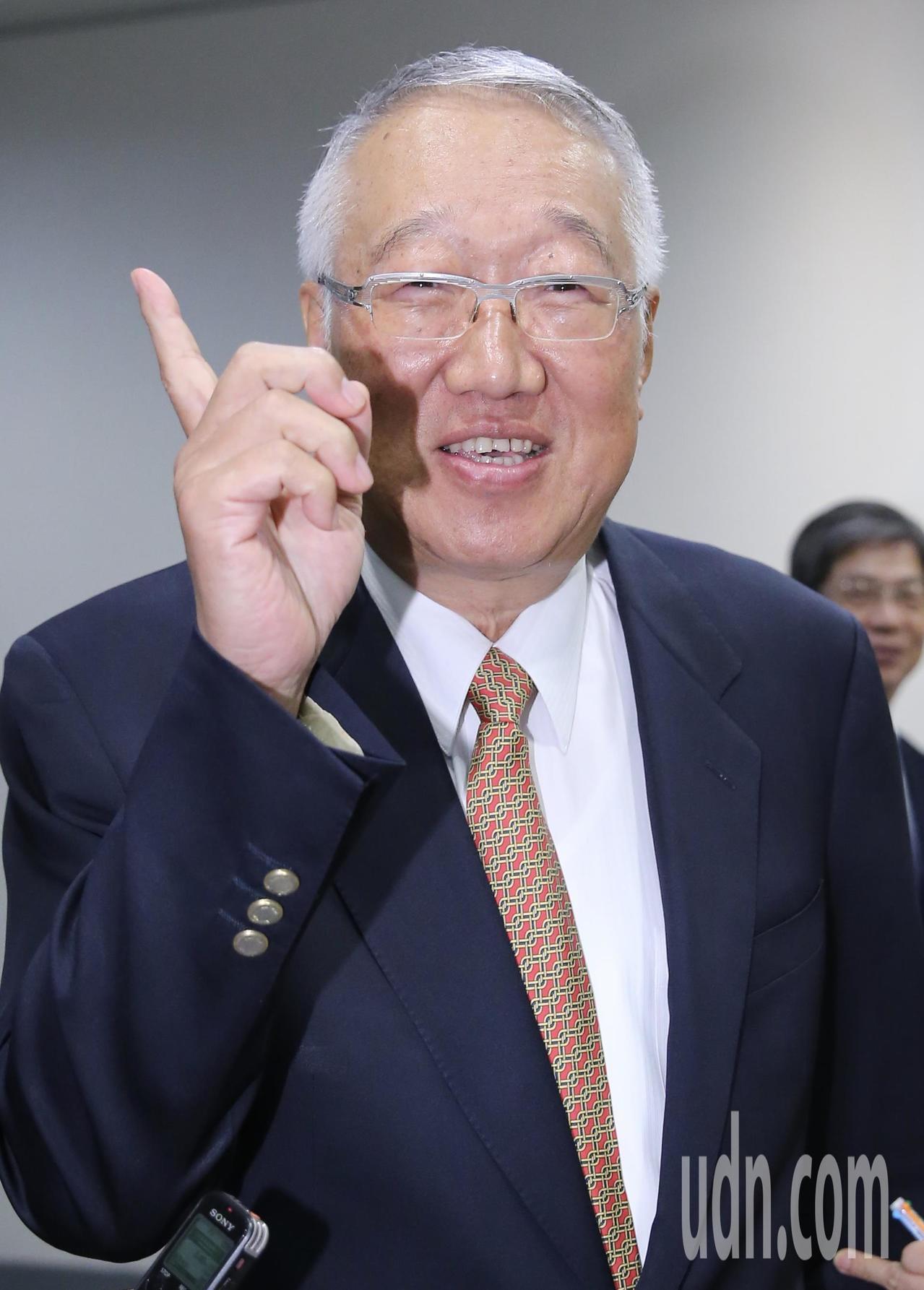 電電公會下午舉行大陸投資風險調查記者會,理事長郭台強出席活動。記者許正宏/攝影
