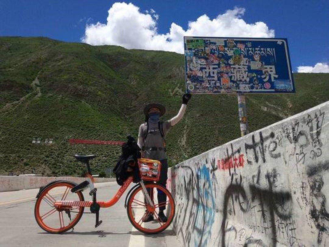 四川小哥蔡振鋒在陰錯陽差之下,騎著共享單車去西藏,沿途克服各種難關,引起網民討論...