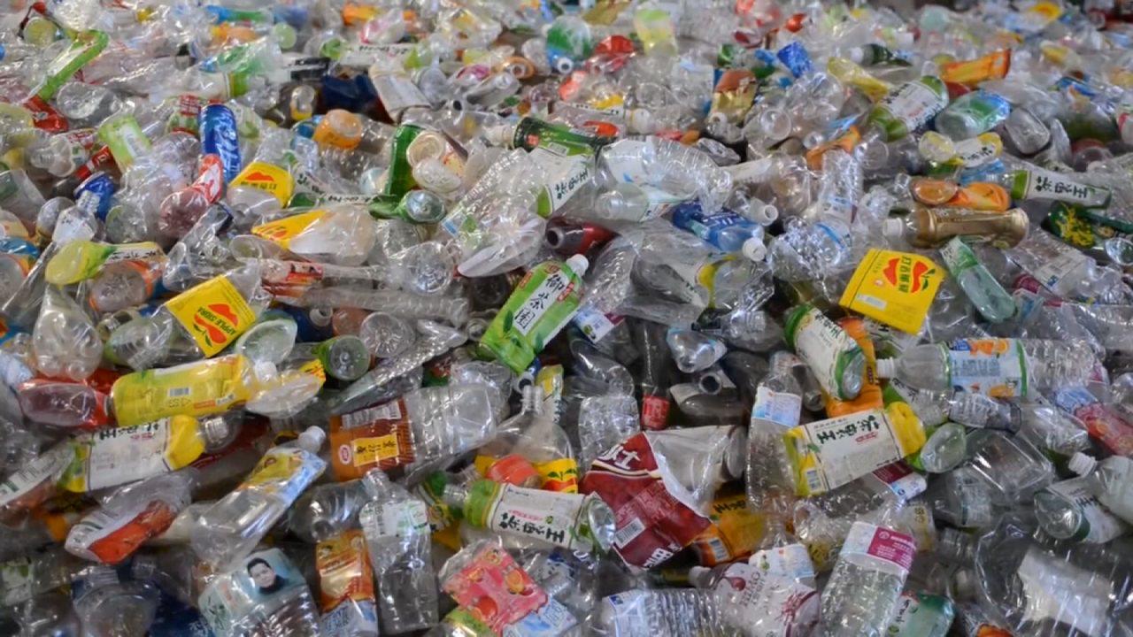 台灣的廢紙、廢塑料進口數量大幅增加,環保署今開記者會說,排擠到國內資源回收體系部...
