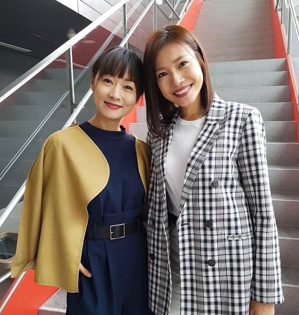 鄭家榆(左)接拍新加坡長壽劇「帶你去走走」。圖/鄭家榆提供