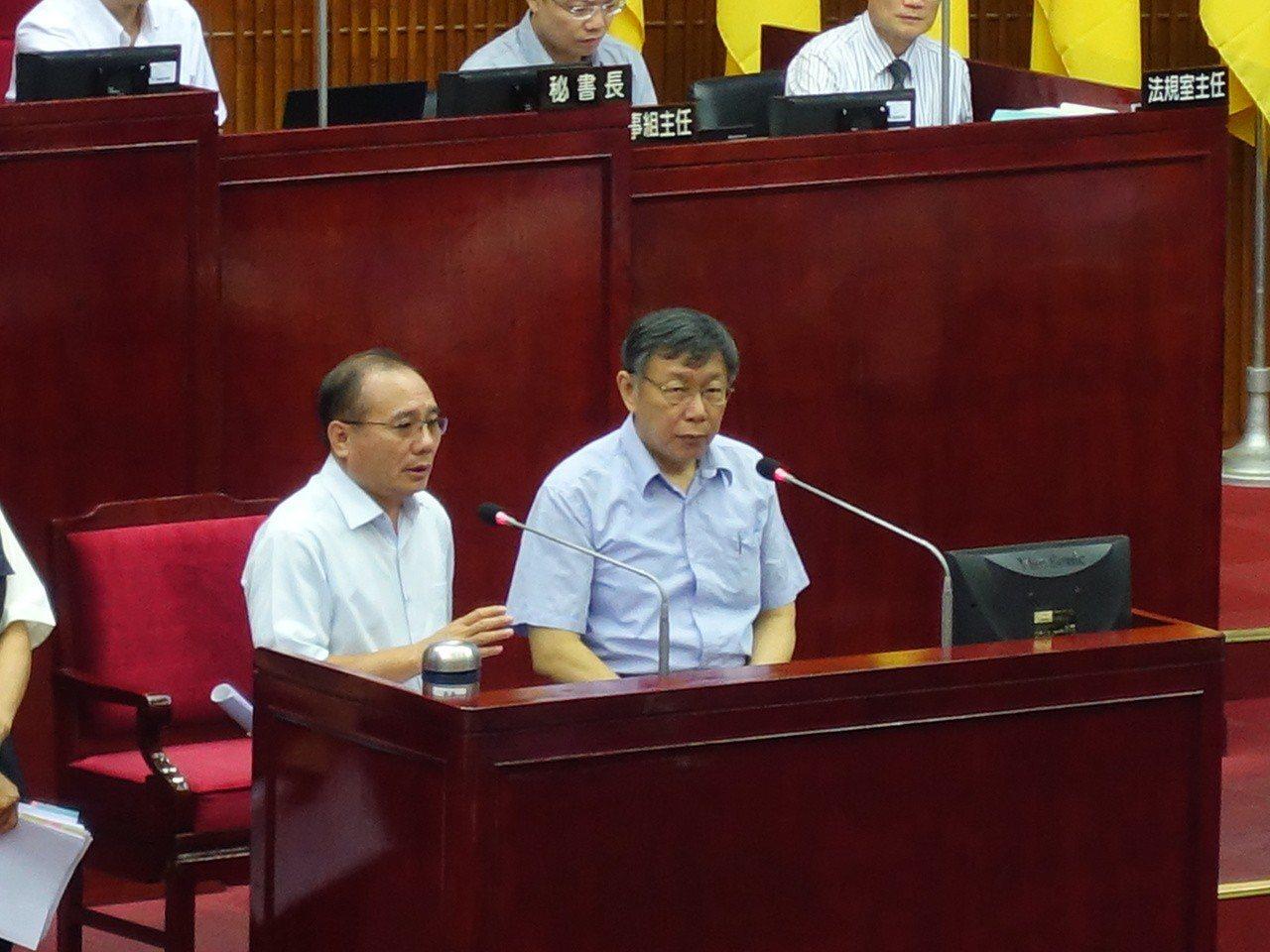 台北市長柯文哲30號下午在議會接受備詢。記者邱瓊玉/攝影