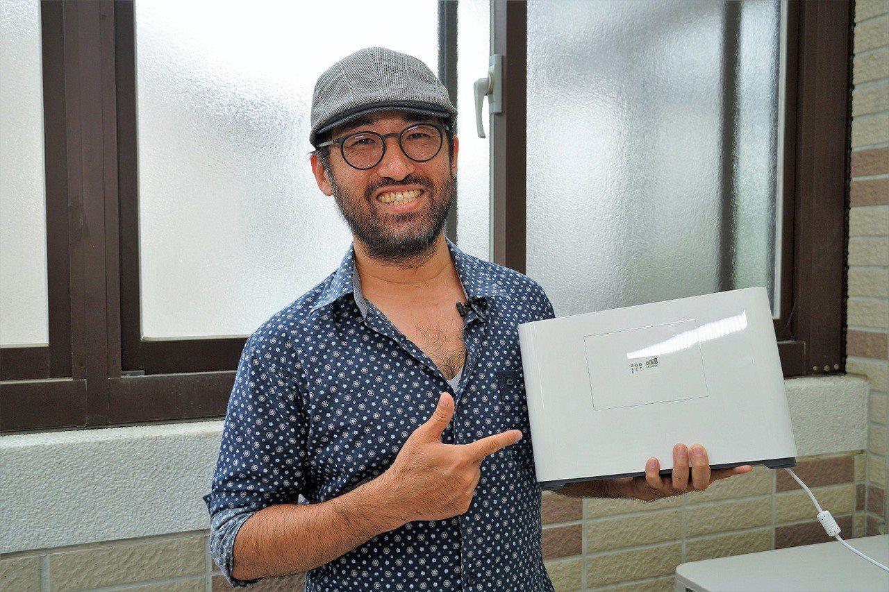 點子生活總編輯Kisplay在新竹市北區的透天厝住家5樓實測亞太電信「魔速方塊2...