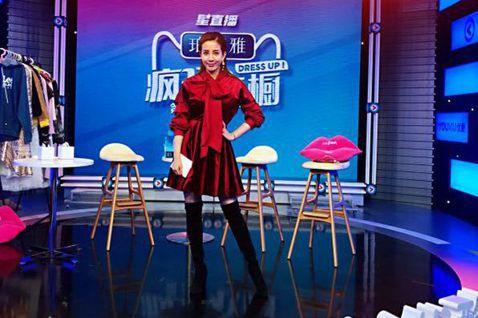 張艾亞請辭「女神情爆局」主持人,受邀擔任大陸時尚節目「瘋狂衣櫥」固定班底,她回想剛加入節目時,曾被其他女來賓排擠,一句話都不跟她說,後來她才知道,原來大家私下都說她是「綠茶婊」:「她們覺得台灣來的女...