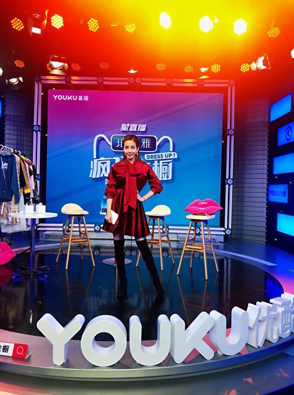 張艾亞在大陸時尚節目「瘋狂衣櫥」擔任固定班底。圖/張艾亞提供