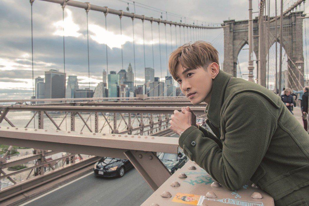 張立昂看到布魯克林大橋時,直呼像是電影場景般浪漫。圖/索尼音樂提供
