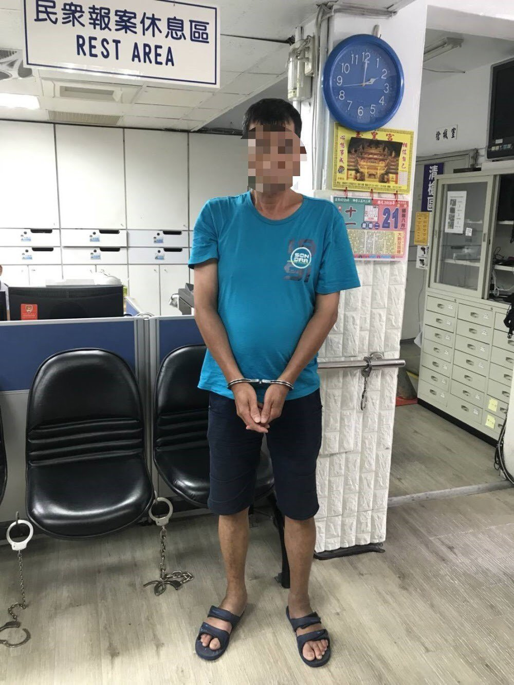 警方巡邏時發現吳姓毒品通緝犯,警詢後將他送往高雄地檢署歸案。記者張媛榆/翻攝