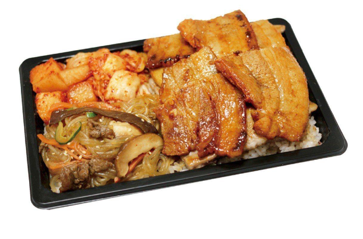 豬五花烤肉飯(蒜味、辣味、咖哩)特價180元。圖/遠百提供