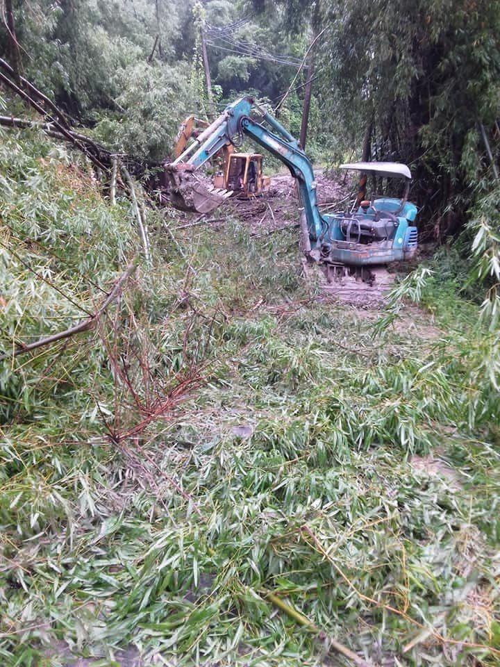台南左鎮南162道路坍方,已連夜搶通。記者吳淑玲/翻攝