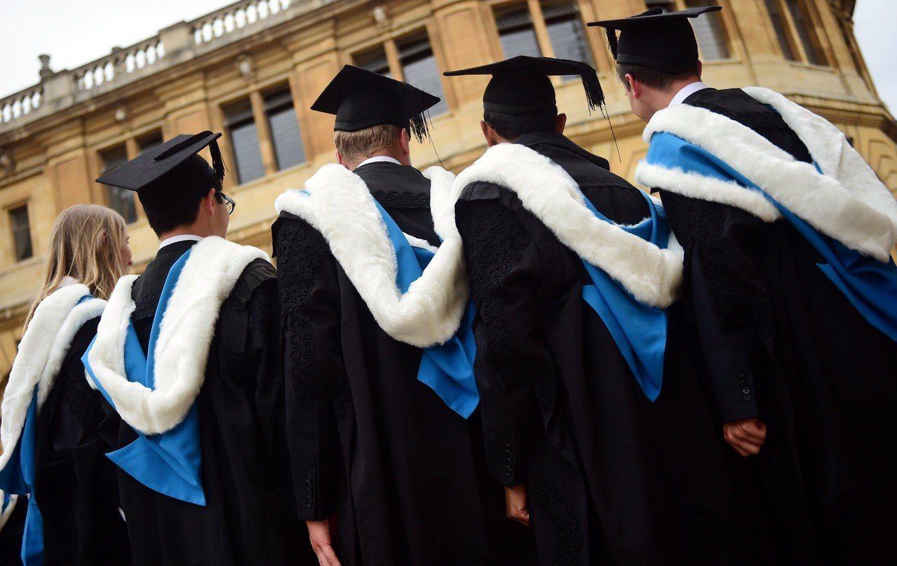 英國牛津大學畢業生。(路透)