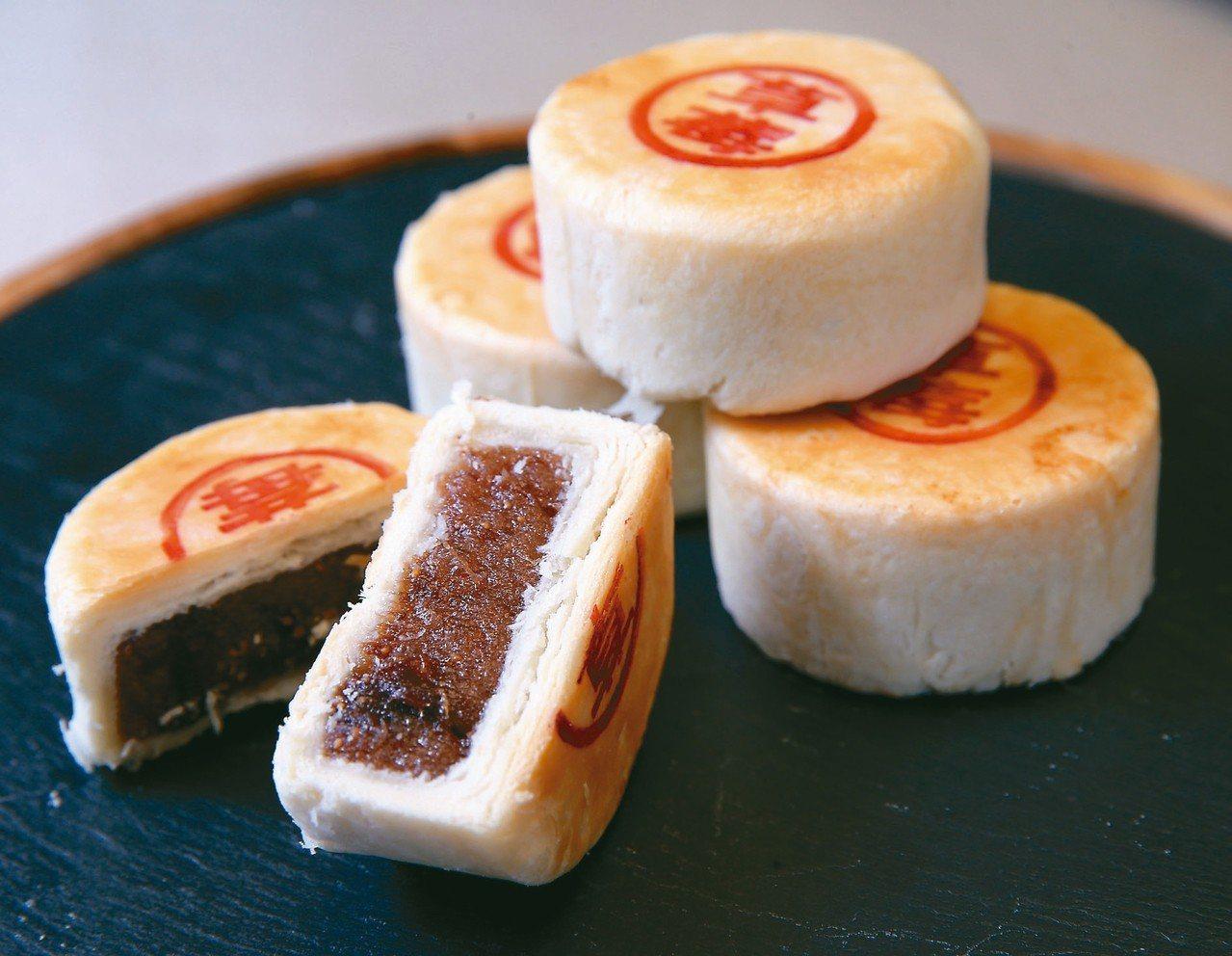 點水樓熱賣蘇式月餅推出全新草莓口味。 記者徐兆玄/攝影