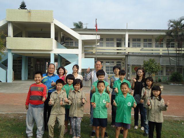 台西國小五榔分校3年前就剩下10學生,陸續畢業,如今只剩下其中1人,少子化衝擊,...