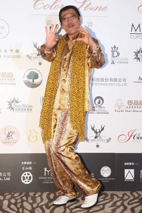 第58屆亞太影展將於今晚舉辦,昨日舉辦「亞太彩石之夜」,包括楊力州導演、鄒兆龍以及傅孟柏皆有出席,日本諧星PIKO太郎、歌手Beverly以及女團FAKY也特地來台力挺。PIKO太郎受訪時表示自己是...