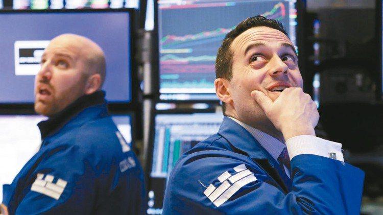 美國陸續祭出貿易制裁,可能迫使對手國家調整利率政策以積極應戰。專家呼籲投資人需穩...