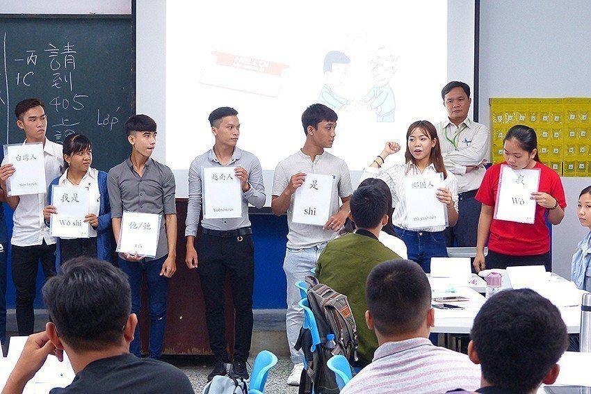 明新科大國際學生在新學年即將突破千人,校內華語文中心為國際生在進入正式課程前進行...