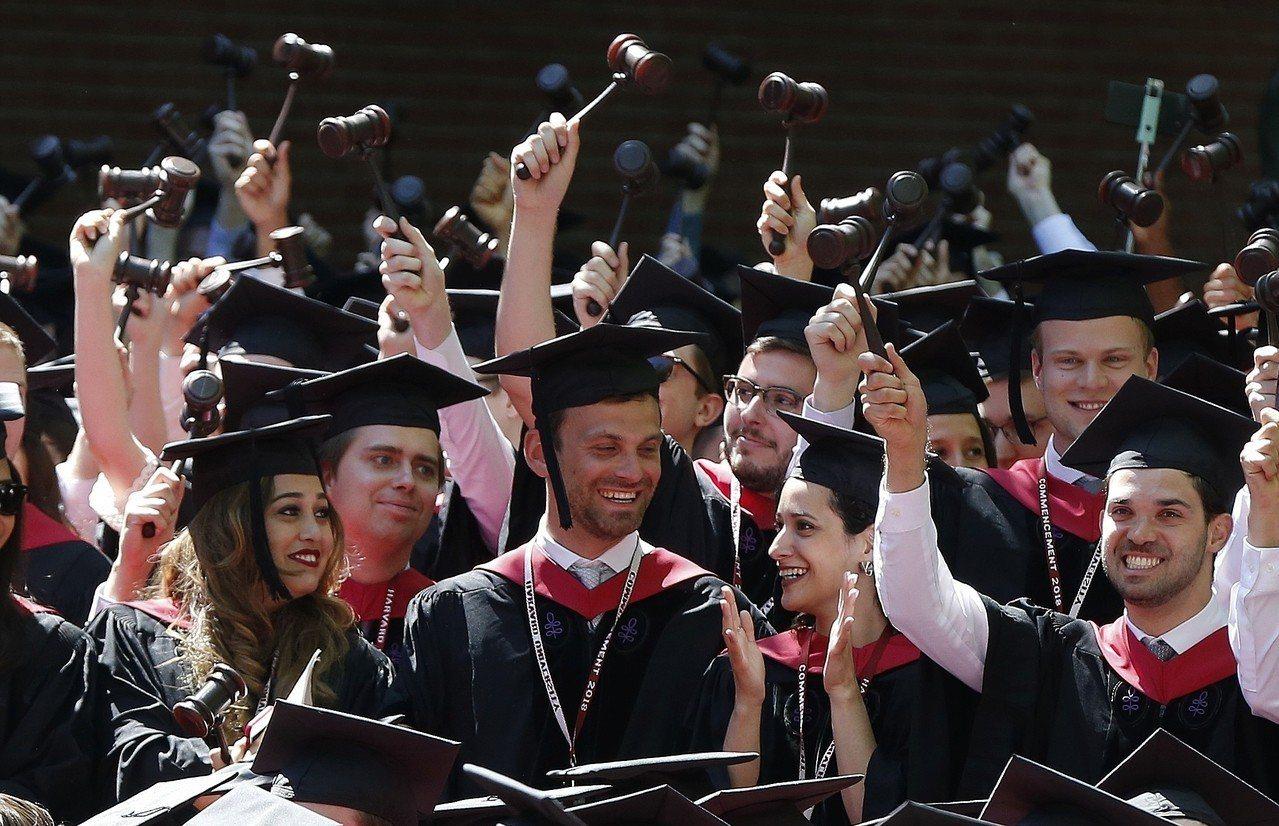 美司法部支持亞裔學生控告哈佛招生平權政策。 美聯社