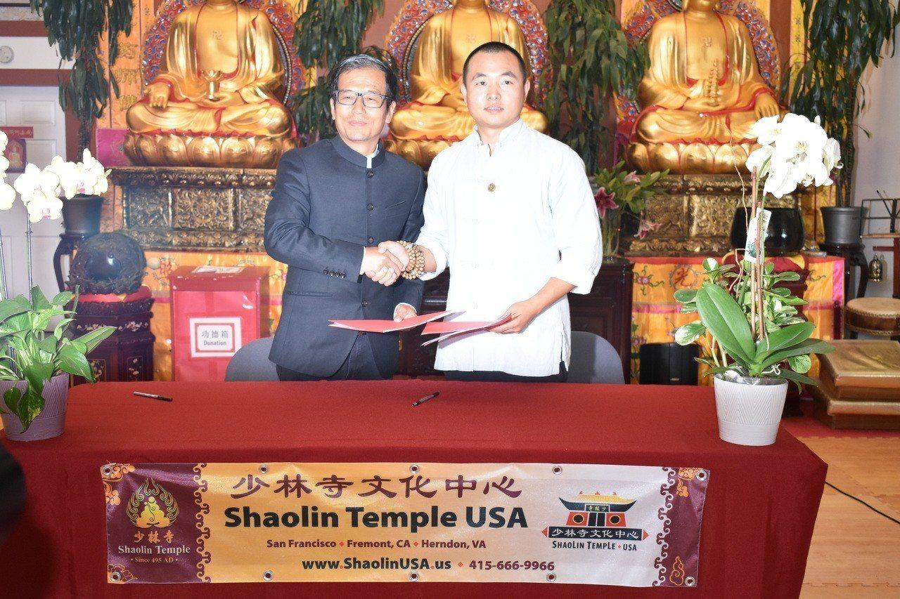 少林寺文化中心(Shaolin Temple USA)執行主任延然與西安體育學院...