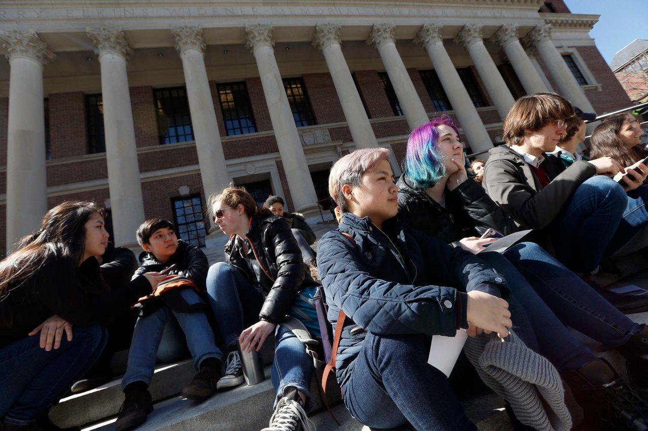 哈佛校報指出,未來沒有平權措施的哈佛,「傳承生錄取政策」(即白人平權措施)也將受...