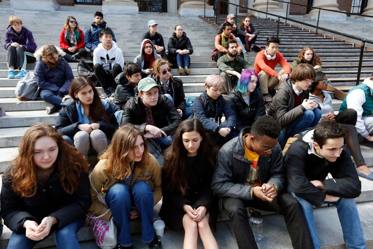 哈佛大學亞裔學生指控校方涉嫌歧視亞裔的「學生公平入學」。 世界日報記者趙元良/攝...
