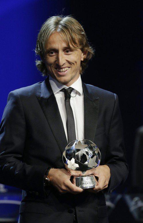 歐洲足聯30日公布的個人獎項中,莫德里奇(Luka Modric)當選年度最佳男...