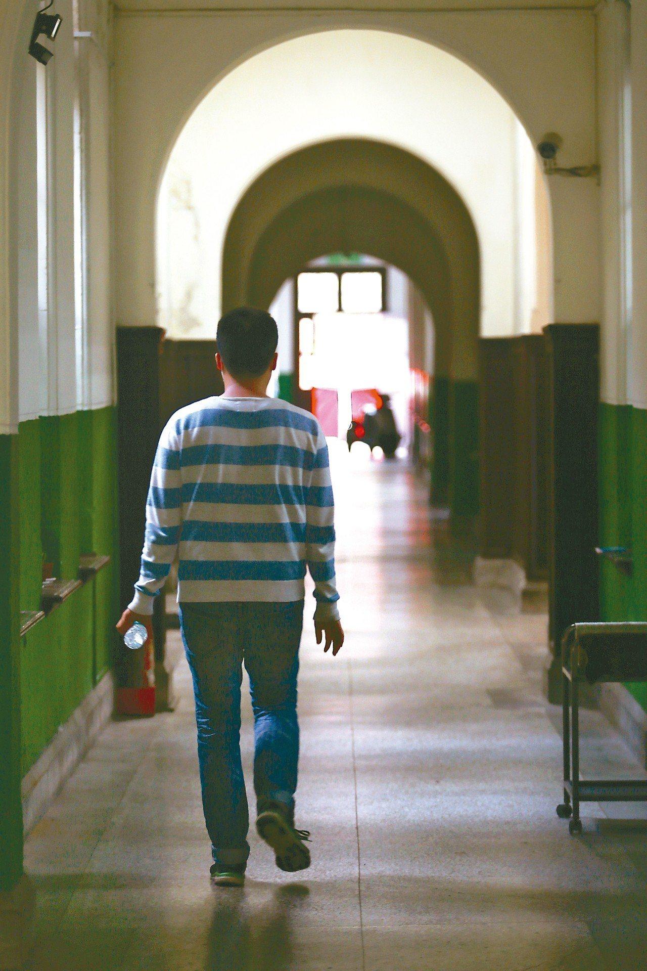 陸委會近日發函教育部與各大學,專文提醒台灣青年學生赴陸發展應評估風險,因為言論思...