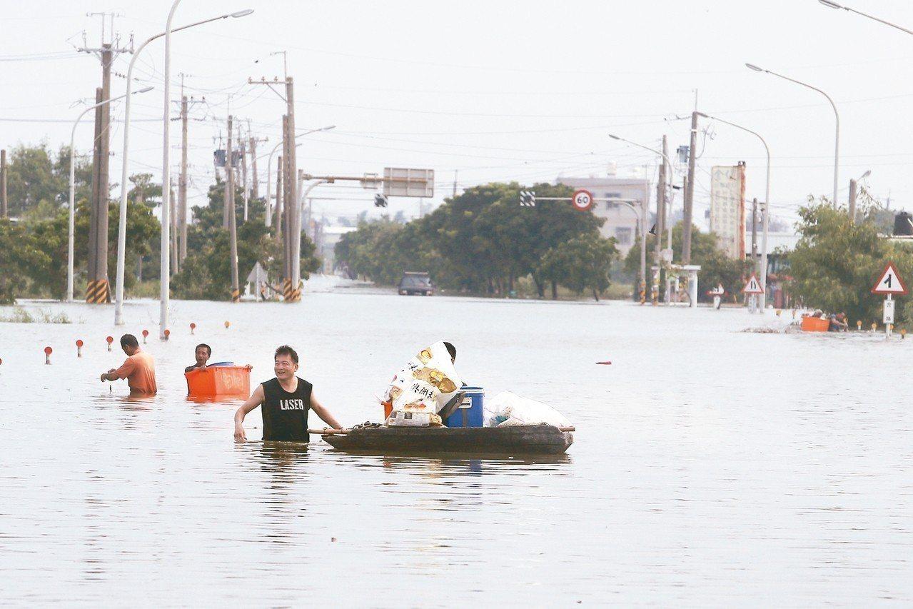 823中南部水災,受害民眾抱怨聲一片。 記者黃仲裕/攝影