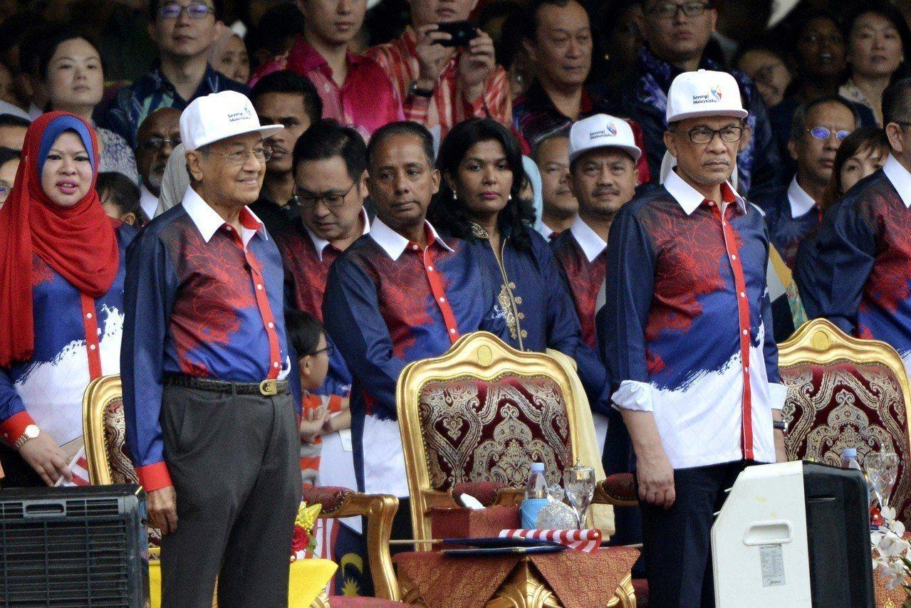 8月31日,馬來西亞獨立日上,首相馬哈地(Mahathir Mohamad)與昔...