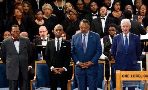 美國「靈魂歌后」艾瑞莎弗蘭克林本月16日辭世,享壽76歲,葬禮今天將在底特律舉行。前總統柯林頓將致悼詞,著名盲人歌手史提夫汪達(Stevie Wonder)則將在葬禮中獻唱。曾受艾瑞莎弗蘭克林(Ar...
