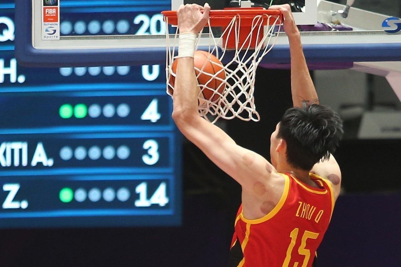 經歷NBA火箭隊洗禮後,大陸男籃217公分周琦全場22分+16籃板,展現超級攻防...
