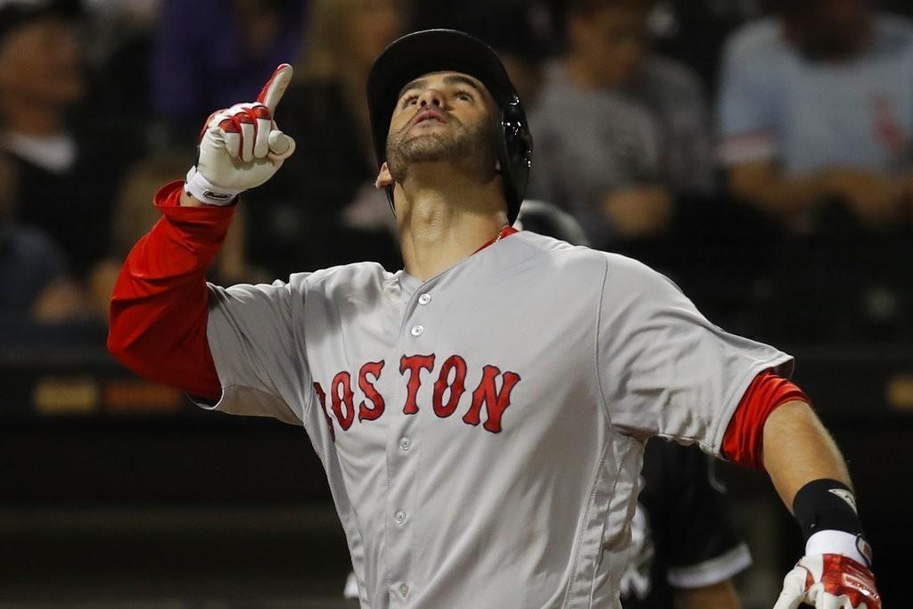 紅襪馬丁尼茲擊出本季第39轟,追平運動家戴維斯並列聯盟第一,紅襪也順利打敗白襪。...