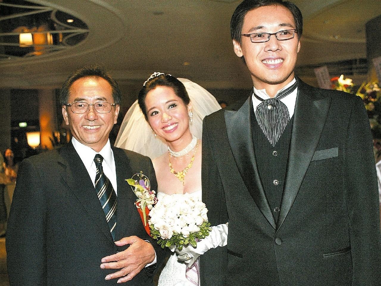 楊偉中(右)2006年迎娶陳以真(中),岳父陳鏡堯(左)對他相當欣賞。 聯合報系...